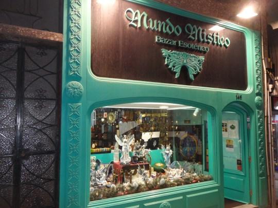 Folclore turistico  o ricordo d'oltre Oceano -macumba-  ...?