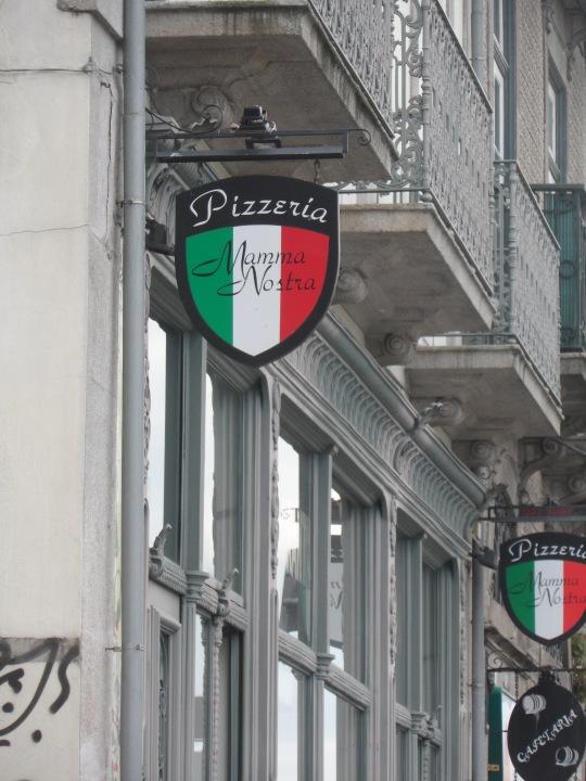 """Pizzeria       ' Mamma Nostra'  - Antigo Cafe Comercial  (Rua do Infante D.     Henrique          Porto Portogallo) - Quel 'mamma nostra' ricorda tanto :' : 'Cosa Nostra (""""Our thing mafia;).       Cliché a go go!"""