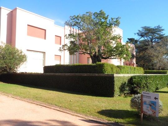 expo :'Joan Miró' , presso l'edificio adiacente il Museo di Siza, cioè il  MUSEU DE CASA VILLA' O 'CASA DE SERRALVES' / 'SERRALVES VILLA'MUSEU