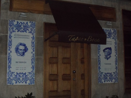 Van Beethoven  e Wagner               by  Rua de Cândido dos Reis       Porto Portogallo