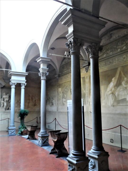 Chiostro dello Scalzo Compagnia di S Giovanni Battista via Cavour Firenze     il  Chiostro  lato destro