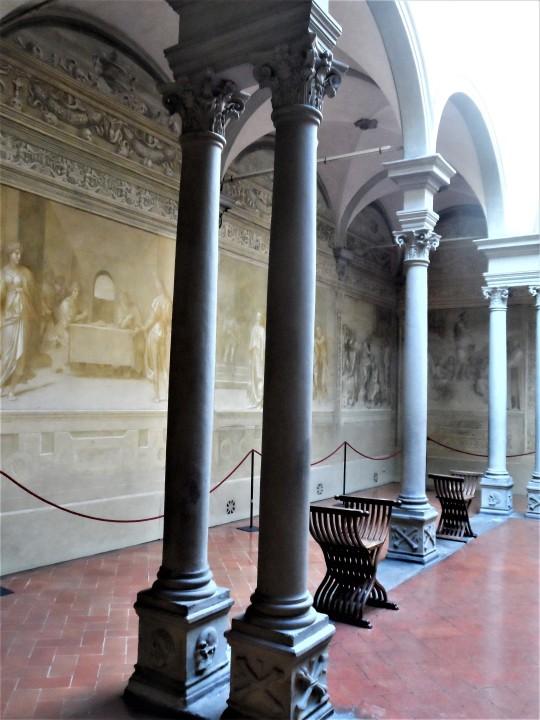Chiostro dello Scalzo Compagnia di S Giovanni Battista via Cavour Firenze      il  Chiostro  lato sisistro