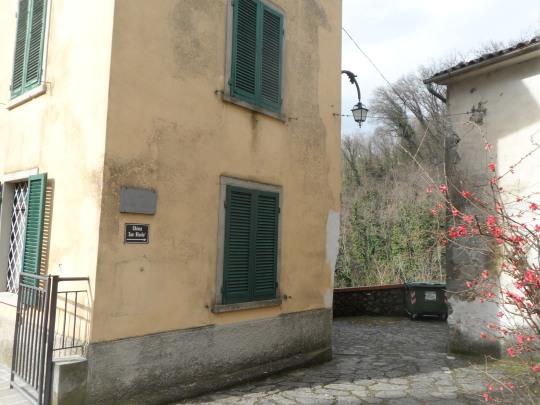 Casa  eremo  di Giovanni Pascoli Castelvecchio di Lucca         angolo