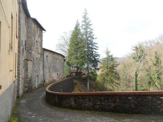 Casa eremo  di Giovanni Pascoli     Castelvecchio Lucca                retro
