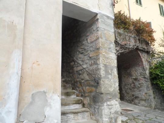 Casa eremo di Giovanni Pascoli Castelvecchio               Lucca        angolo attiguo
